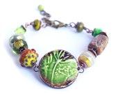 Gourmette verte cerfeuil sauvage, Bracelet médaillon nature, bracelet perles céramique artisanale et verre filé - cadeau femme printemps