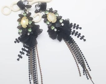 When crystal beads meet Lace it doesnt look sweet, but it looks smart and charming