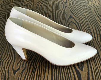 1980's Leather Paloma Made in Italy White Pumps | Vintage Pumps | Women's Heels | Size 9.5