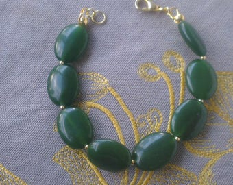 Precious jade and gold plated Bracelet: green and gold