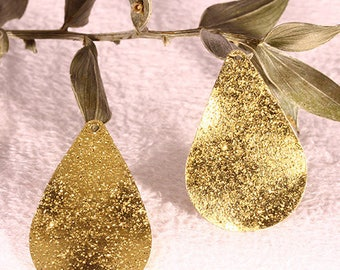 10 charms sequin drop frosted gold wavy 25x16mm
