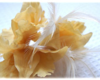 Flower brooch and cream yellow feathers