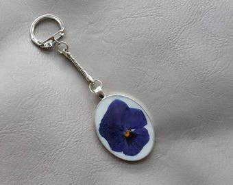 Key-Oval metal, resin and dried flower Pansy blue