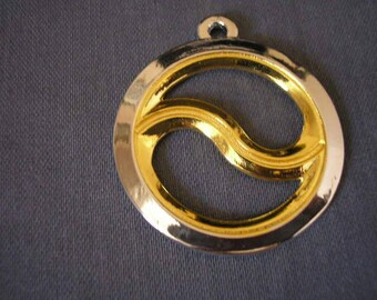 Pendant 38 mm silver Yin Yang chakram representative sterling and gold-plated