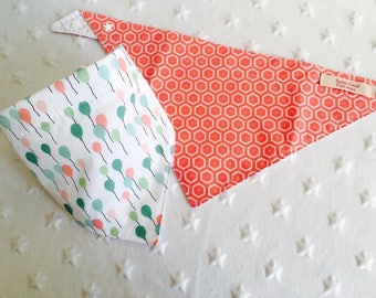 Set of two bandana bibs 3-12 months - green cotton/honeycomb - with water/coral
