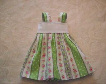 robe pour poupées de 32 /33 cm,compatible avec les chéries