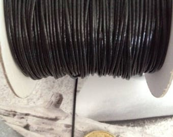 shiny black waxed 1 mm in diameter