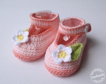 Chaussons bébé à fleurs rose et saumon