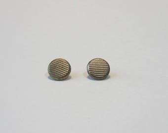 Set of 2 metal, old buttons, round, 7 mm, gold, with placket.
