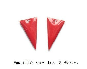 Set of 2 red enamel Triangles, 22x13mm charm sequin studded with 2 sides