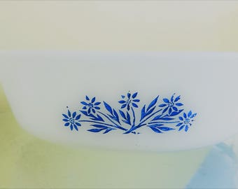 Fire King 2 Qt, 438, White with Cornflower Blue flowers