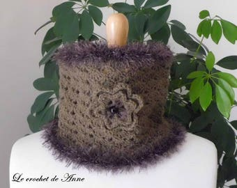 Choker / Brown taupe snood adorned with a flower!