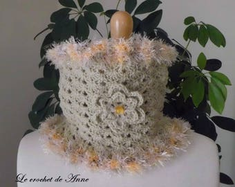 Choker / beige snood adorned with a flower!
