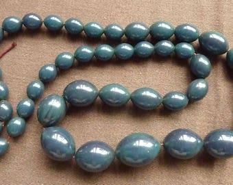 45 oval beads - retro bakelite - teal * 1/2 to 2.5 cm *.