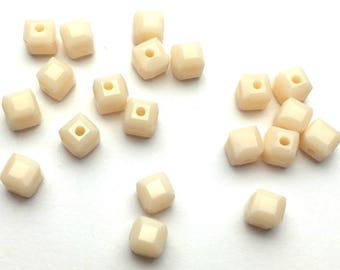 cream color - 20 square glass beads size 4mm