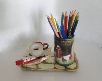 pencil holder roll of cardboard, organizer desk with shells and sand