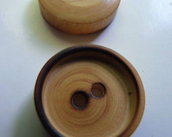 set of 6 beautiful small round buttons in light wood, edges darkened by burning, 2 holes, 1.8 cm diameter