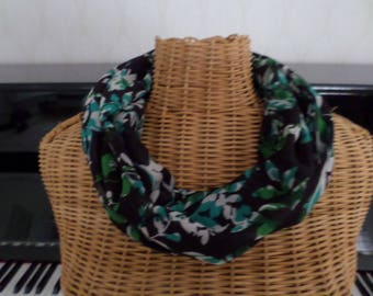 Black snood with Foliage Green, white, turquoise