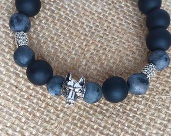 Bracelet of gemstones, onyx and larvikites with Wolf head
