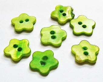 5 Pearl shaped Fleur 14 mm - Green - 2 hole buttons