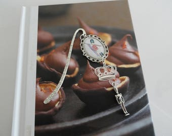"""GIFT idea: beautiful bookmark to cabochon and """"London guard"""" charm connector"""