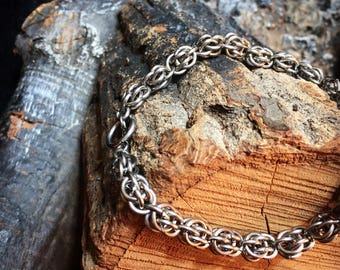 Solid Chainmaille Sweet Pea Bracelet