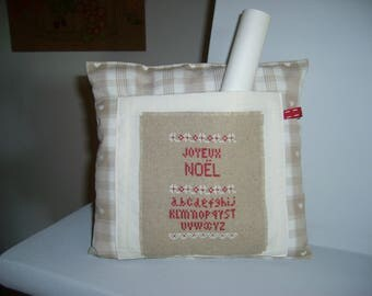 Decorative pillow for Christmas cross stitch on linen natutel