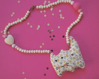 "Necklace emergency blanket ""Sacha the cute cat"" made of wood and painted cotton"