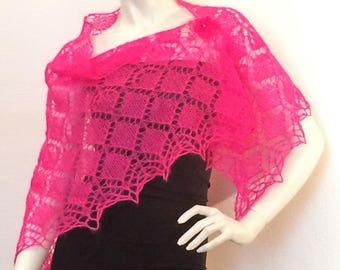"Triangular shawl ""trad diamonds '"" knitted"