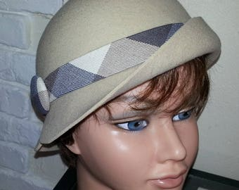 """Cloche"" hat beige"