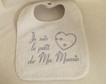 "Bib ""I heart my grandma"" embroidered gray and white new shop: find me on https://ariellecrea.fr/"