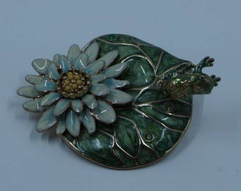 Vintage Trembler Pin With Frog On Lily Pad And Enamel Flower