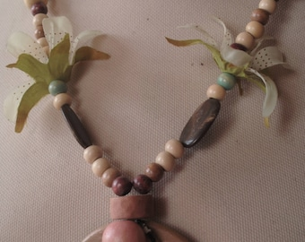 Necklace with wood and silk flower clasp