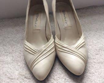 Vintage cream heels size 3