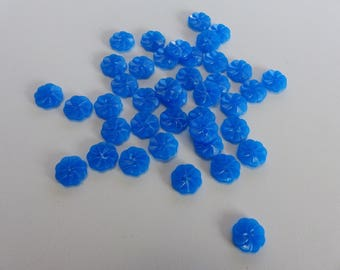 40 buttons shaped blue flowers