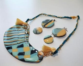 Ornament style Scandinavian, necklace and earrings with resin with tassels and Blue Suede