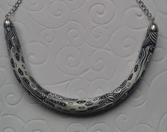 Fancy way black-and-white TORC necklace.