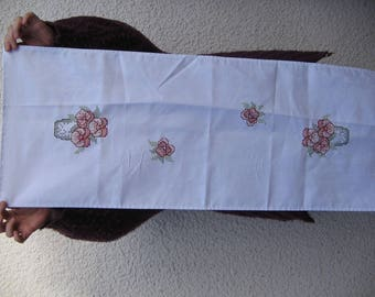 Sell table runner embroidered