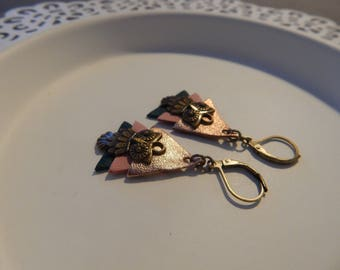 Pair of earrings with leather triangles