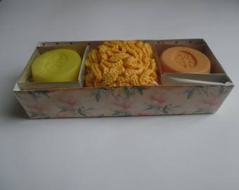 box 2 soaps and shower flower