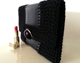 Vintage clutch in brown leather and crochet to wear under the arm - 60s