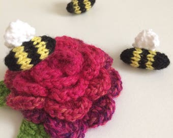 Little knitted bumble bee brooch/pin