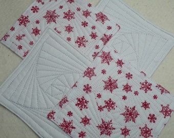 Coasters in Quilted Cotton for Christmas, Hostess Gift, Housewarming Gift, Friend, Coworker - White with Red Snowflakes (set of 4)