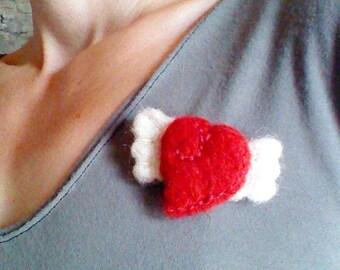 "brooch slight ""winged heart"" made in cardle wool Alpine"