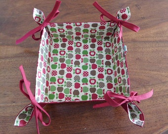 basket has breads square reversible fabric.