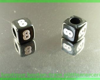Figure 8 cube bead 6 mm black and white plastic