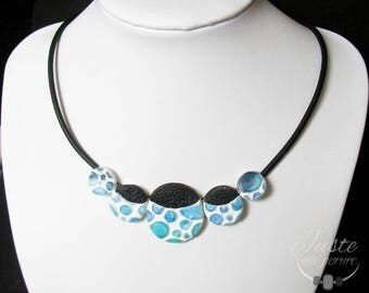 Polymer clay necklace in relief, round blue bubbles