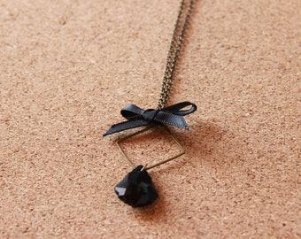 NINA • • black necklace / bronze