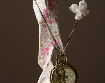 Clock fashionable knot necklace