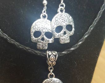 Novelty punk skull necklace and earring set